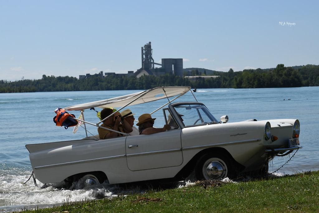 Une Automobile sur l'eau